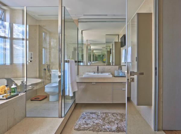 Apartment-LA-David-Guerra modern bathroom