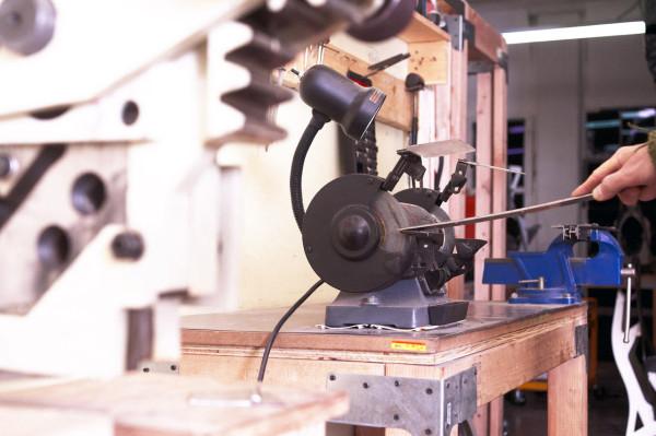 Decon-Folditure-8-grinding