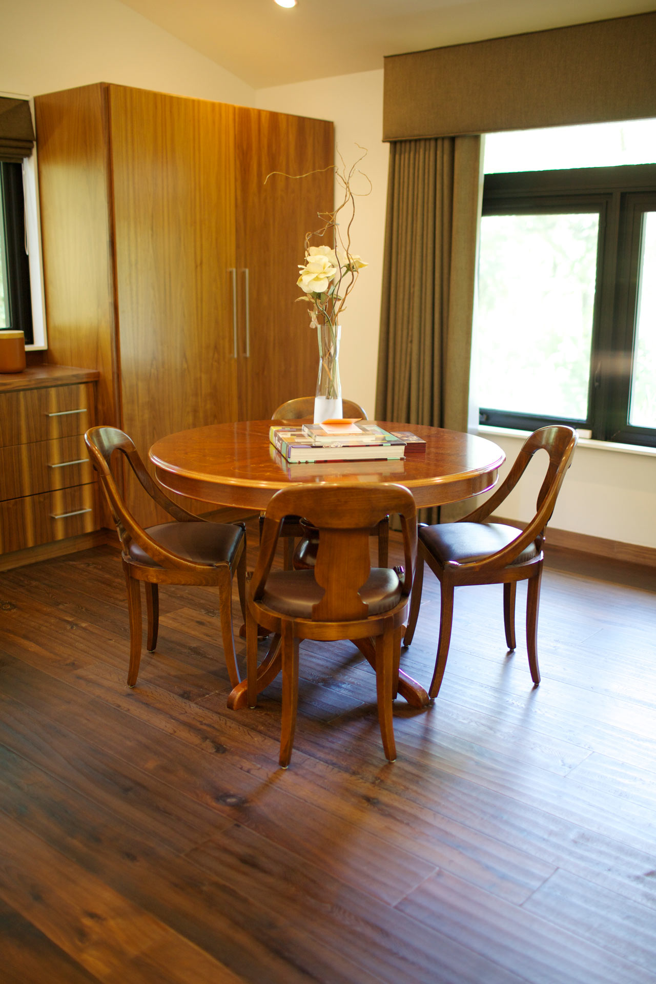 DoD-East-Kim-Residence-15-table