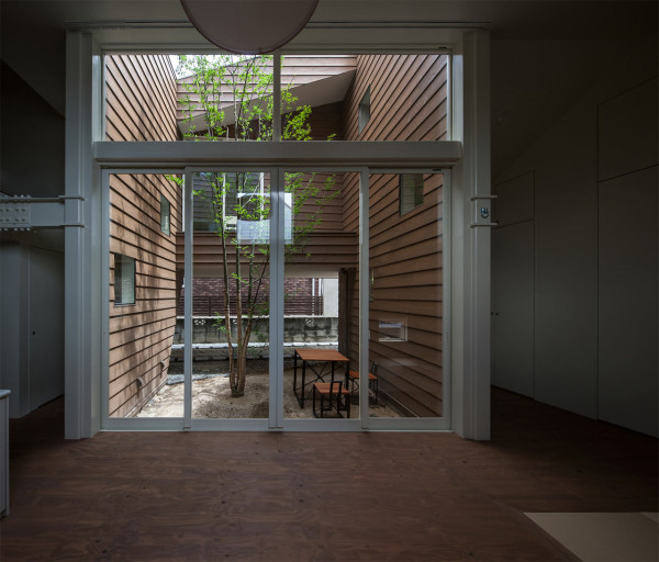 A Modern Japanese House With A Surprise Garden Inside
