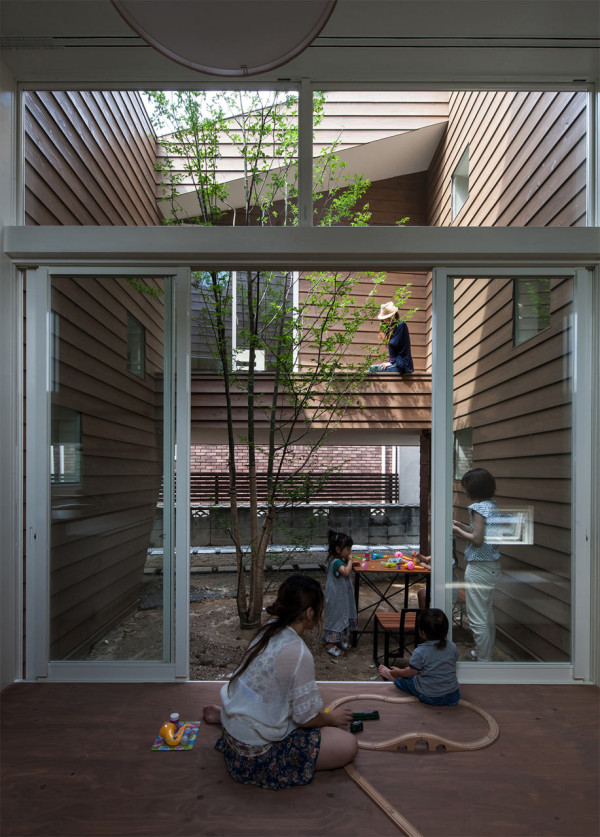 Japanese House Inside a modern japanese house with a surprise garden inside - design milk