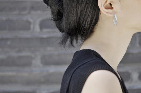 Pike_earrings-model-yumi-endo
