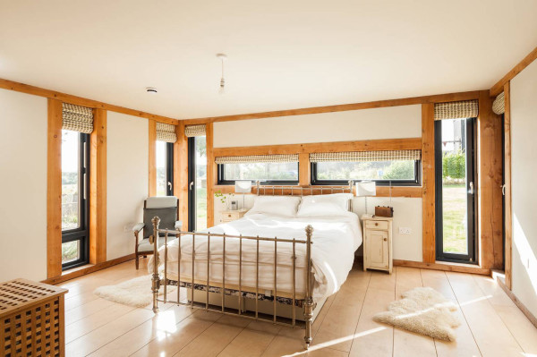 WWII-Airbase-Farmhouse-11-bed