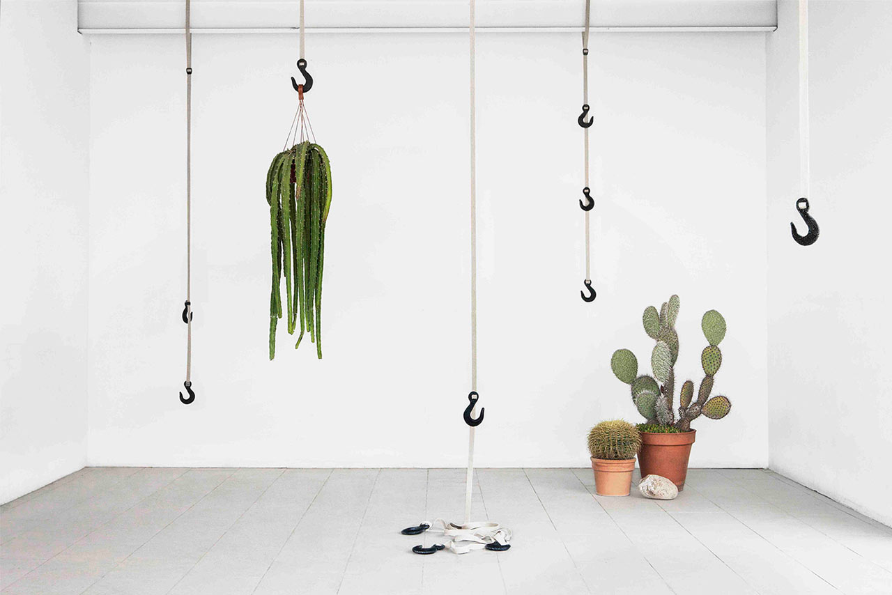 coatrack-made-from-grass-bio-plastic