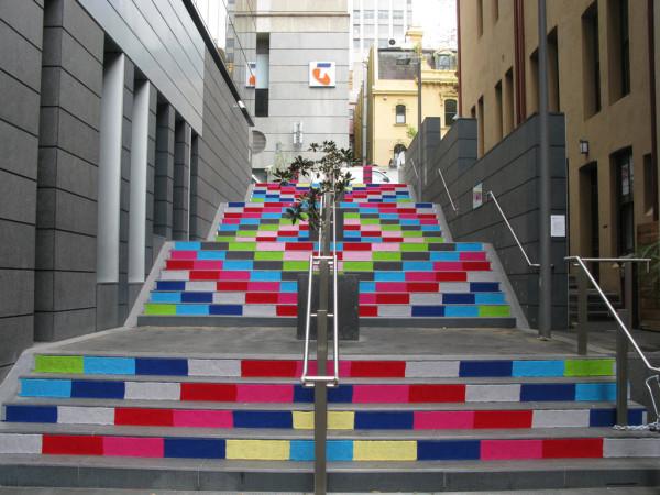 knitted-staircase-amazing-knitta-yarn-installation