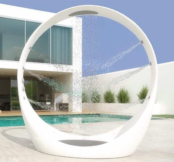 loop-shower-outside