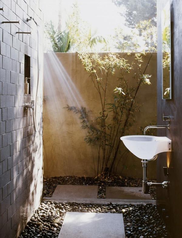 12 Luxurious Outdoor Showers - Design Milk