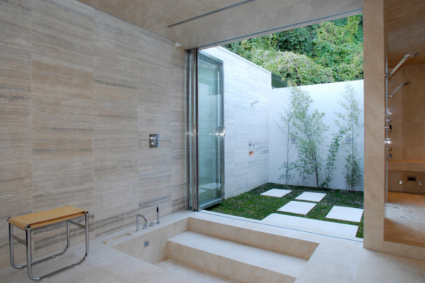 12 Luxurious Outdoor Showers - Design Milk