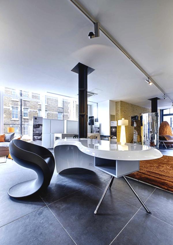storey-.it-desk