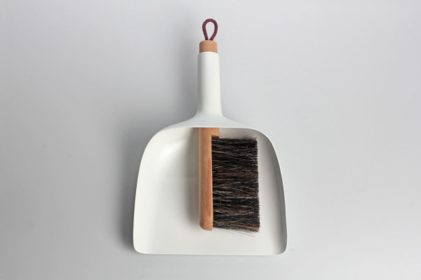 sweeper-and-dustpan-jan-kochanski-2