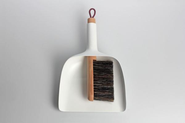 sweeper-and-dustpan-jan-kochanski-2