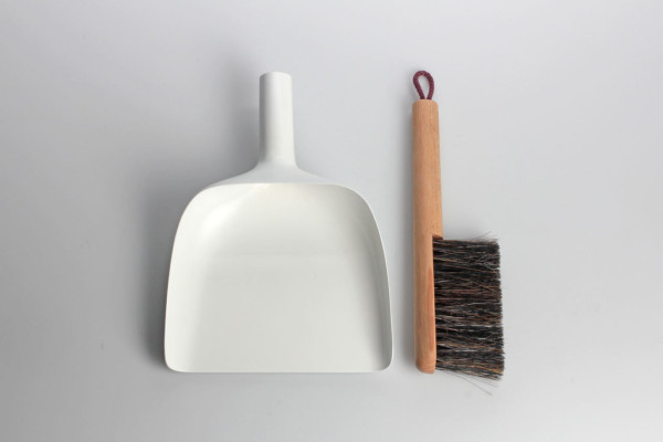 sweeper-and-dustpan-jan-kochanski-3