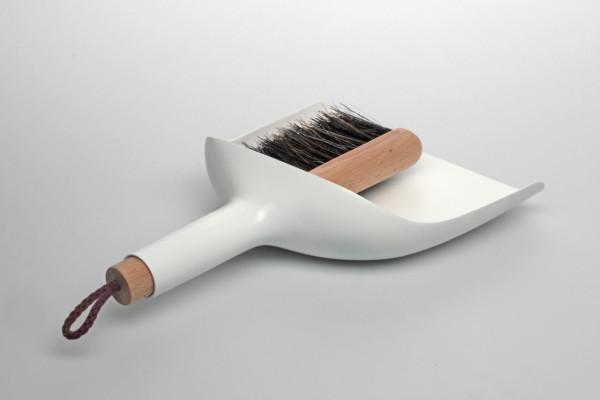 sweeper-and-dustpan-jan-kochanski-4