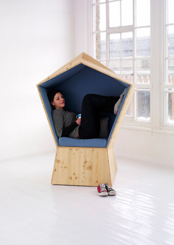 tilt-quiet-coccoon-chair-for-privacy
