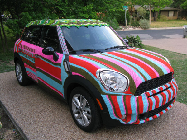 yarn-bombed-car-knitta-crochet