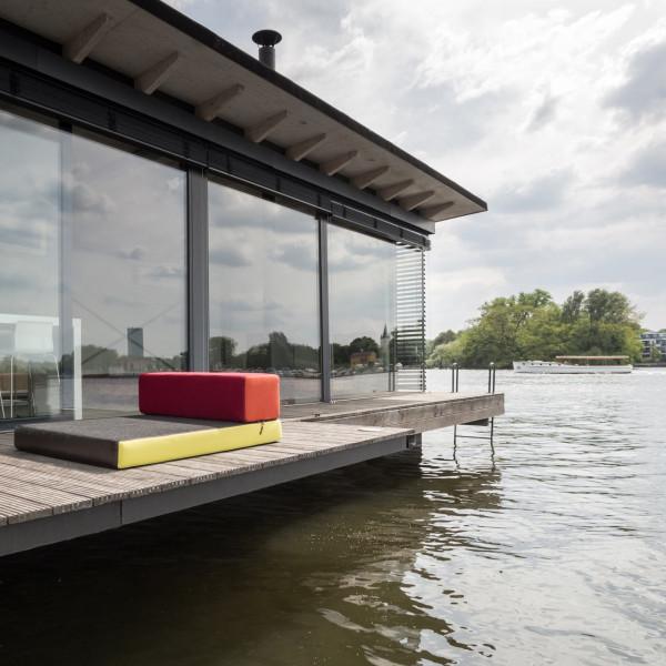 11-WelcomeBeyond-ModernHouseboat