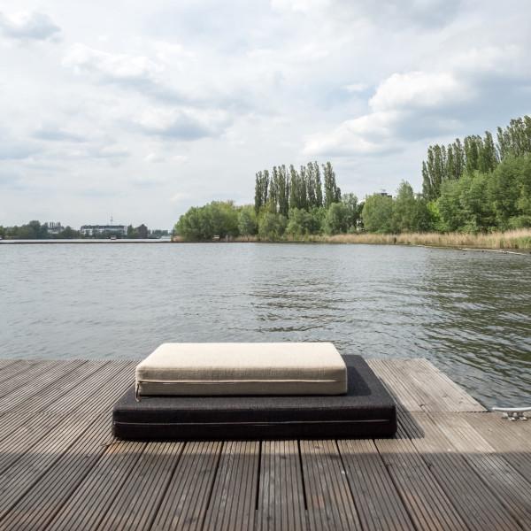 12-WelcomeBeyond-ModernHouseboat