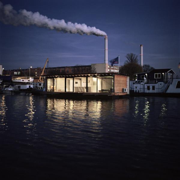 17-WelcomeBeyond-ModernHouseboat