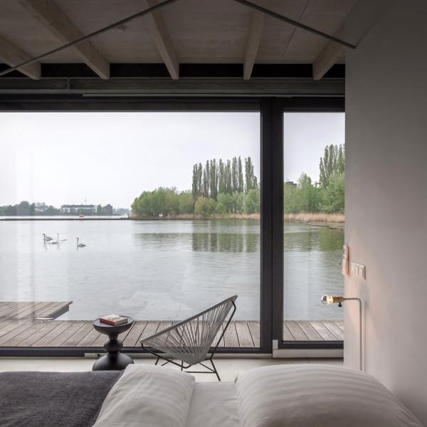 9-WelcomeBeyond-ModernHouseboat
