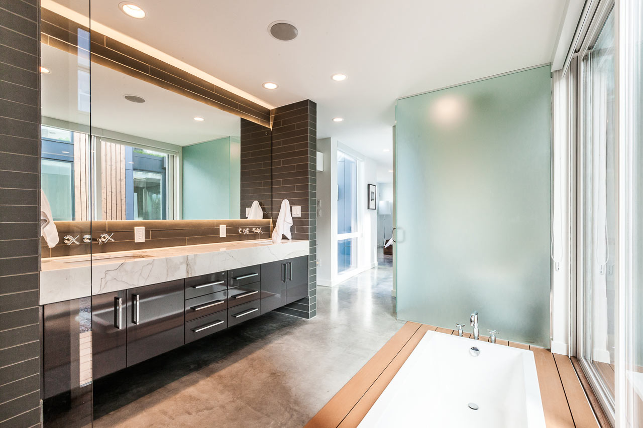 Aurea-Residence-Chris-Pardo-Elemental-18-bath