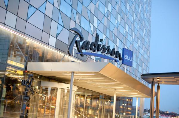 Destin-Radisson-Blu-Riverside-Hotel-14-entrance