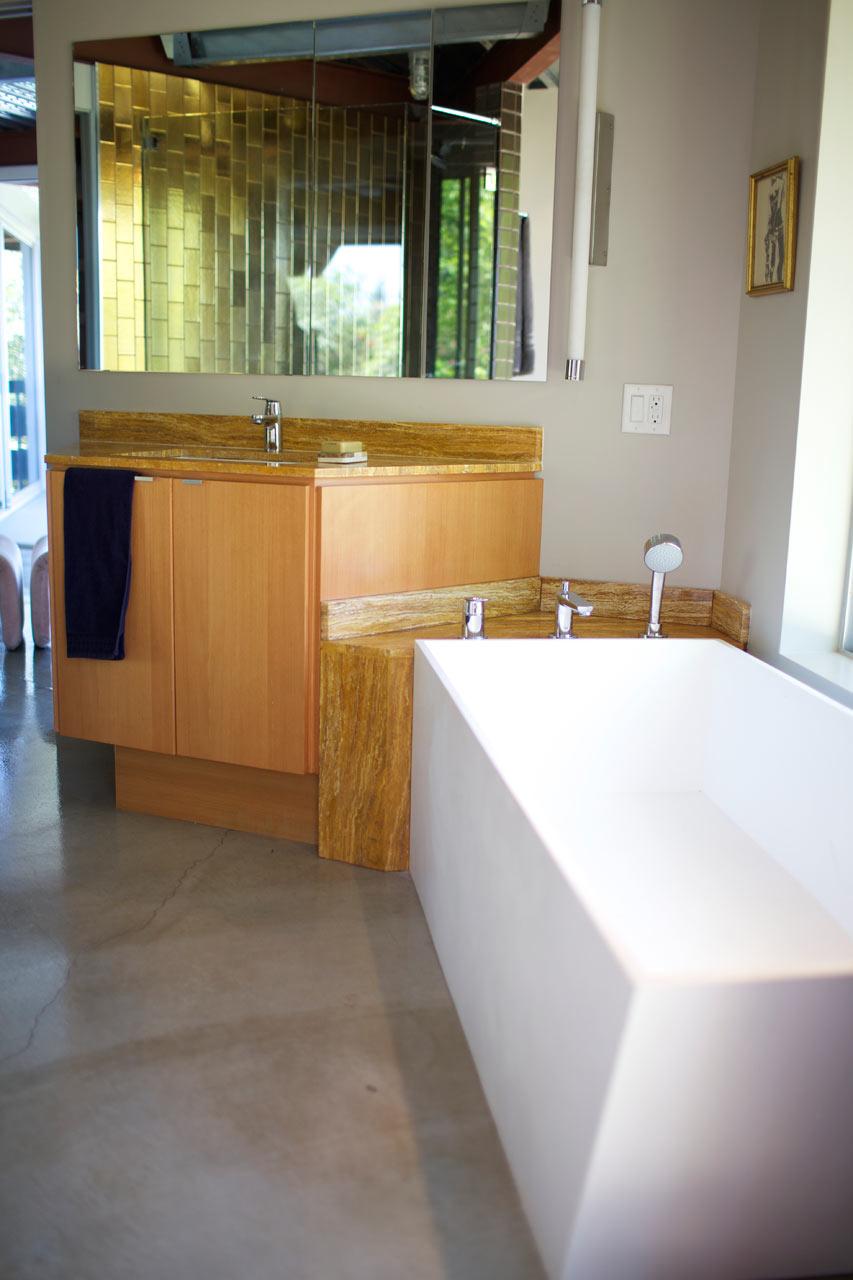 DoD-East-Tattuplex-10-bathroom