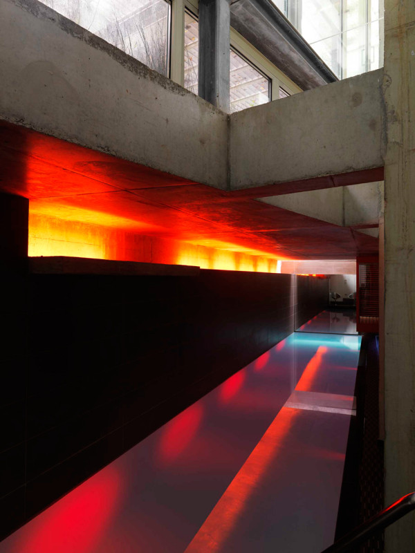 Home-Studio-Iosa-Ghini-3b-pool-red