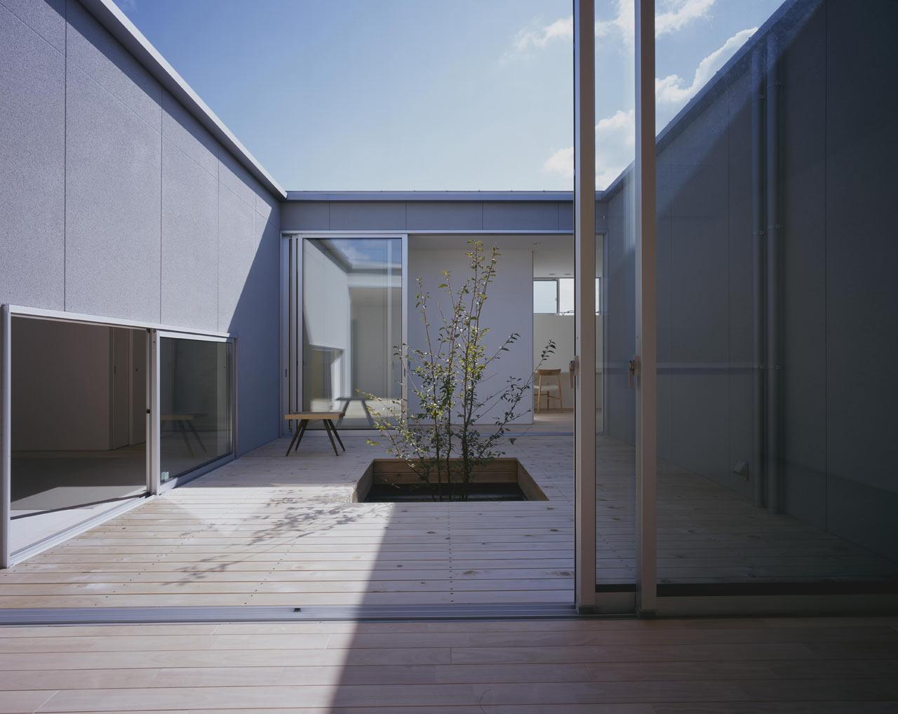 Naoko-Horibe-Naruto-House-10-courtyard