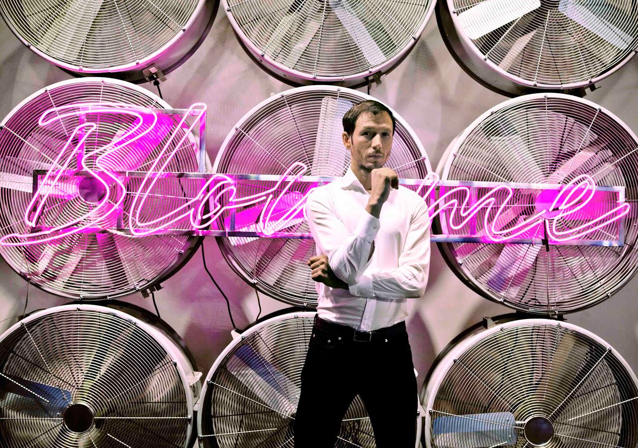 Sebastian-Errazuriz-Blow-Me-5