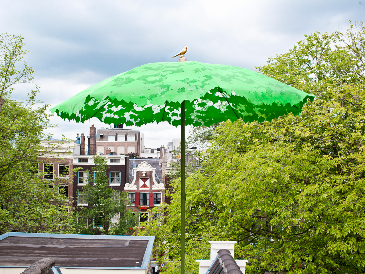 12 Modern Umbrellas We'd Be Happy to Sit Under