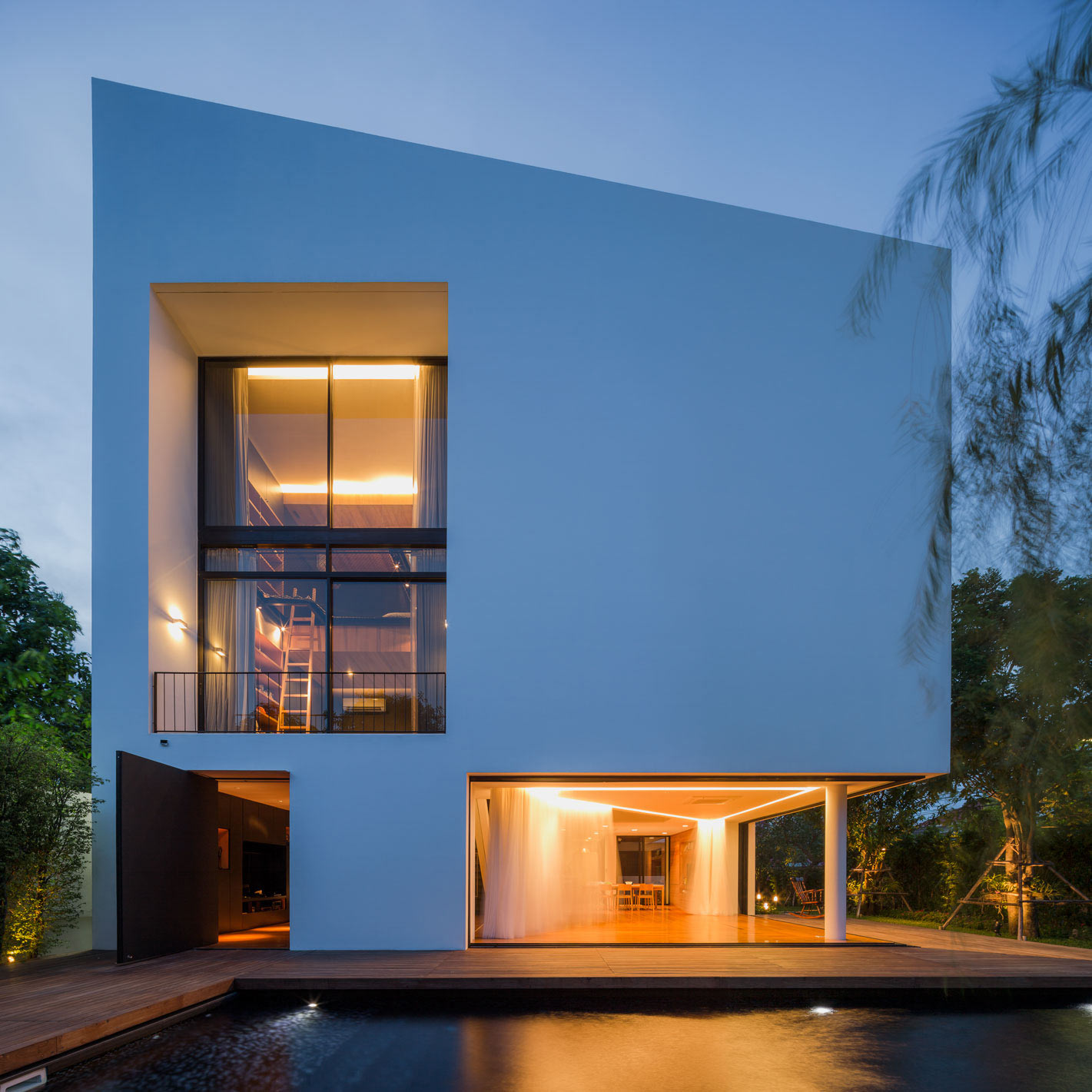 Modern White House with Integrated Angles and Corners
