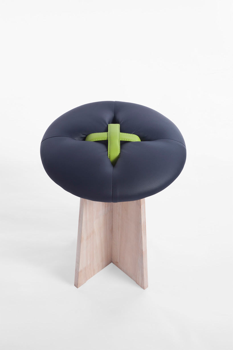 bottone-dark-blue-stool-modern-button-bozu