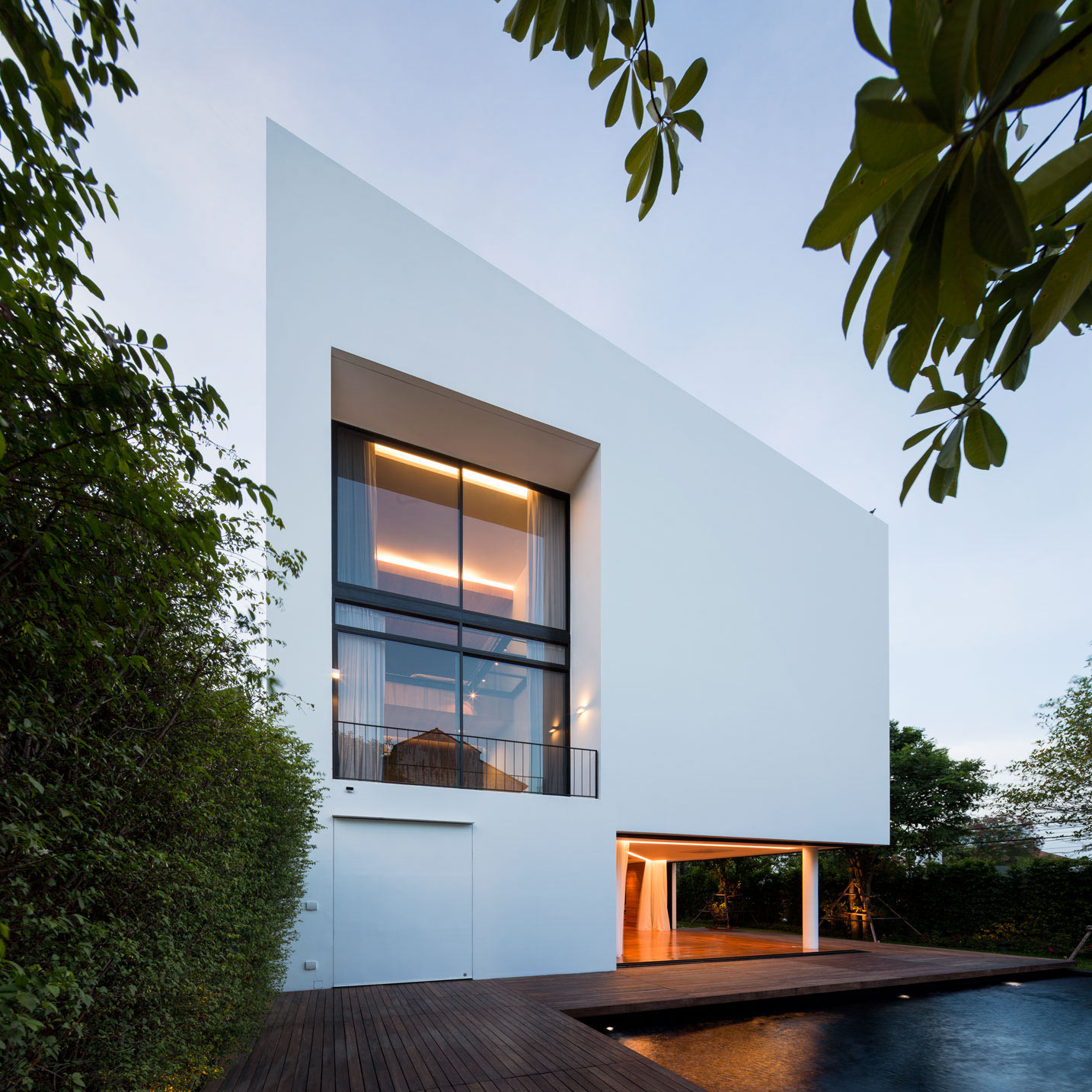 modern-architecture-house-exterior-white
