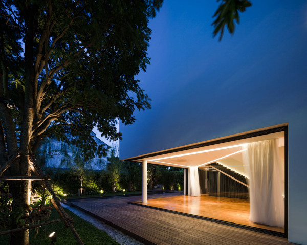 Modern White House with Integrated Angles and Corners in main architecture  Category