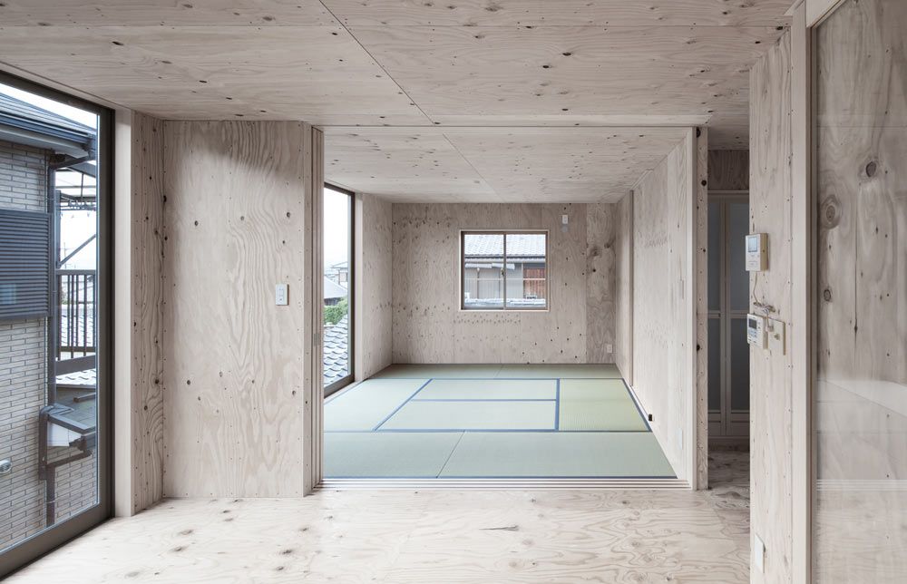modern-japanese-danchi-house-plywood-interior-2
