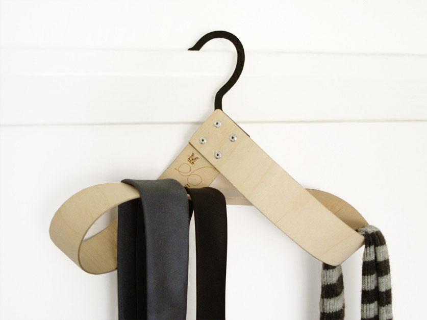 modern-loop-wooden-hanger