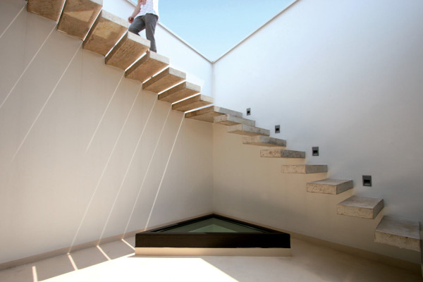 rooftop-terrace-floating-stairs