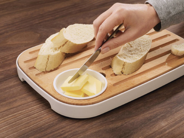 slice-serve-bread-board-joseph-joseph