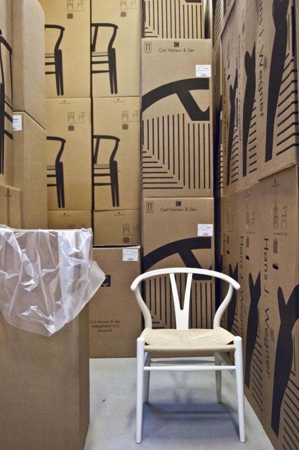 Decon-Wishbone-Chair-Carl-Hansen-12-boxes