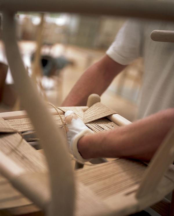 Decon-Wishbone-Chair-Carl-Hansen-9-weaving