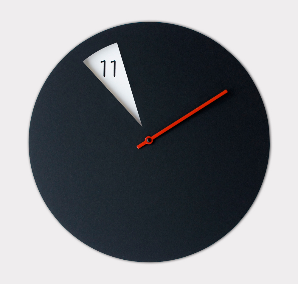 Pie shaped clock reveals the hours as they pass design milk - Coole wanduhren ...