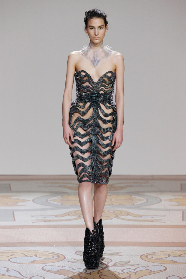 IrisVHerpen-Jolan-vander-Wiel-Magnetic-Dress-2
