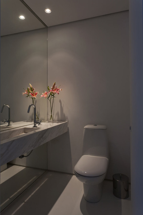 Leandro-Garcia-Ahu-61-Apartment-12-bath