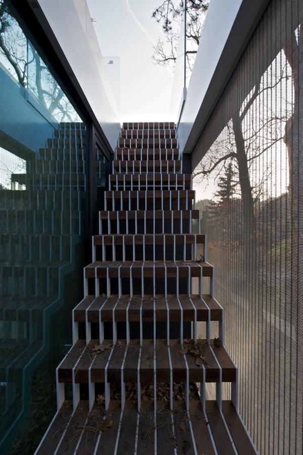 Villa-Malvazinky-de.fakto-Martin-Sladky-5-stairs
