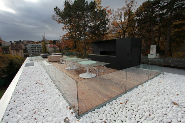 Villa-Malvazinky-de.fakto-Martin-Sladky-6-roof