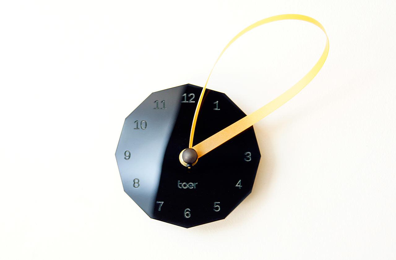 Loops Clock by Toer