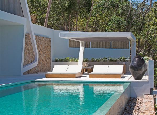 modern-backyard-patio-by-the-pool