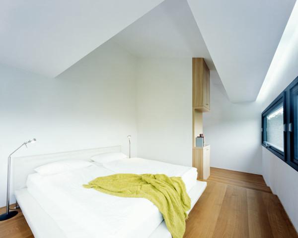 modern-white-home-interior-Philipp-Architekten-8