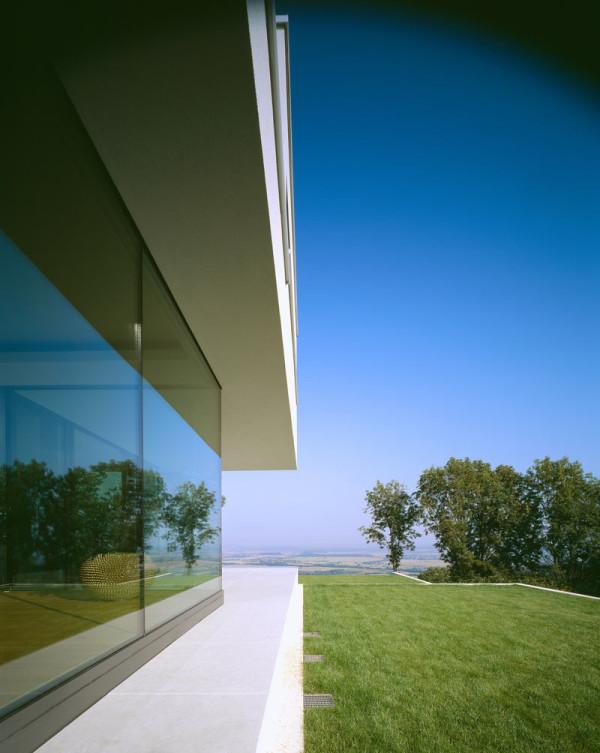 modern-white-residential-home-exterior-Philipp-Architekten-11
