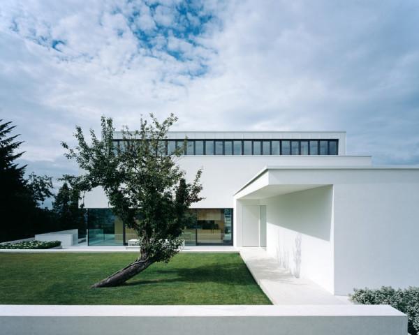 modern-white-residential-home-exterior-Philipp-Architekten-4